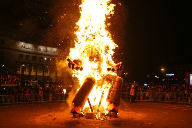 Brûlage du corbeau @Carnaval de Charleroi