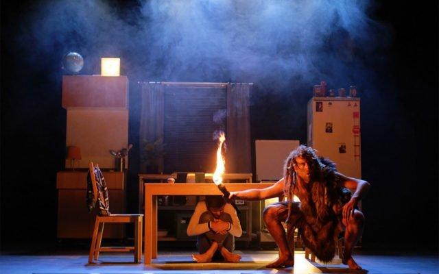Grou, jeune public, spectacle, cro-magnon, histoire, ancêtre, voyage dans le temps - Eden, Centre Culturel de Charleroi