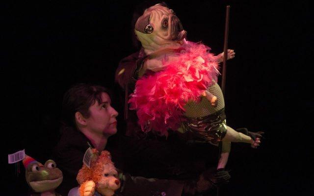 Normal, théâtre, Isabelle Darras, Elisabeth Ancion , théâtre d'objets, Eden - Centre culturel de Charleroi