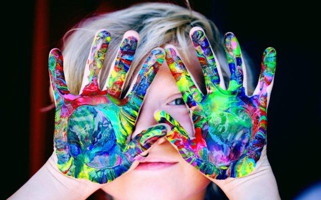 Traces sur la place, atelier, stage, peinture, théâtre de la guimbarde, enfant, jeune public, créativité, activité artistique, gratuit, Eden, centre culturel de Charleroi