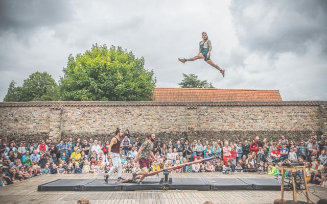 Points de Chute, compagnie Tripotes, cirque, acrobaties, sambrienne, cité sociale, Eden, Centre Culturel de Charleroi © Tom Leentjes