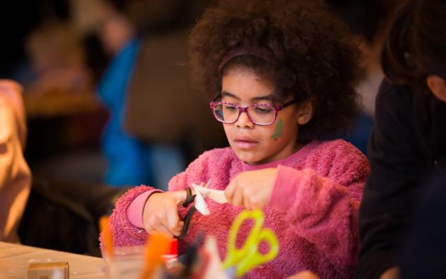 Atelier, créativité, stage, bricolage, jeune public, enfant, jeunesse, origami, danse, mouvement, pliage, centre d'expression et de créativité, CEC, Eden, Centre culturel de Charleroi