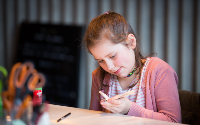Ateliers parents non-admis, créativité, origami, bricolage, stage, Grande Fabrique du carnaval, corbeau, Eden, Centre culturel de Charleroi, CEC