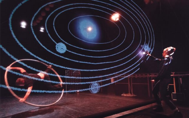 AlphaBeta, spectacle, théâtre, conférence, sciences, laboratoire, savant, mouvement, gravité, cosmologie, découvertes - Eden, Centre culturel de Charleroi